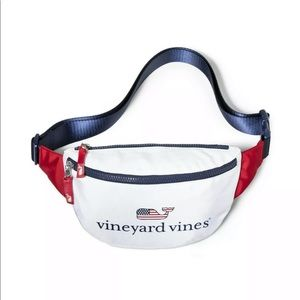 NWT VINEYARD VINES FANNY PACK FLAG WHALE ROOMY